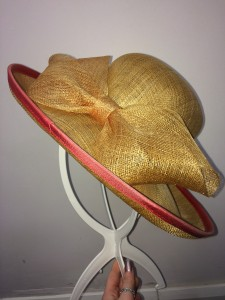 Gold bow red rim wedding hat